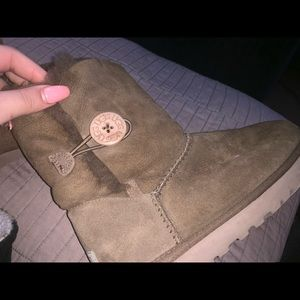 BAILEY UGGS RARELY WORN!!